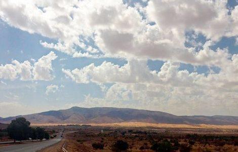 طقس يوم العيد.. كتل ضبابية وزوابع رملية في عدة مناطق بالمغرب