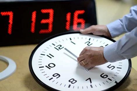 المغرب يضيف 60 دقيقة إلى التوقيت العادي يوم الأحد المقبل