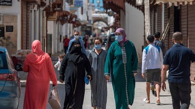وزارة الصحة تحذر المغاربة من التراخي في التدابير الإحترازية
