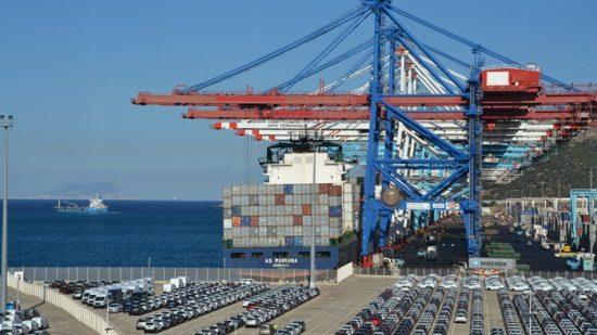 تقرير إعلامي : ميناء طنجة منشأة ضخمة حافظت على جاذبيتها