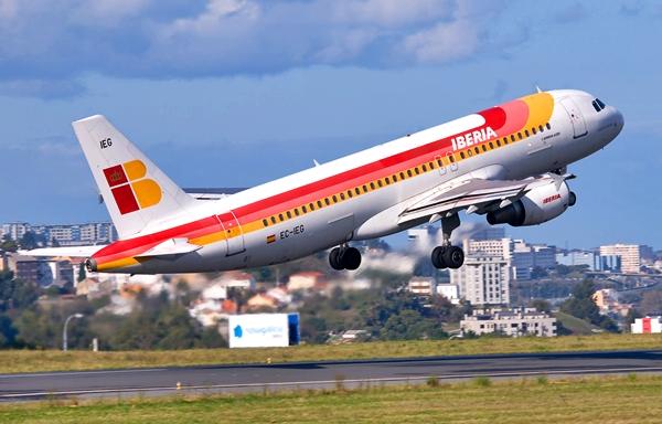 السلطات تمنع طائرة إسبانية من النزول في مطار محمد الخامس